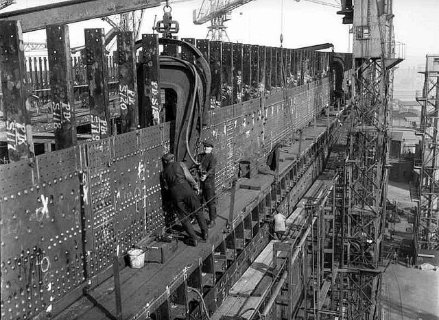 workers_installing_rivets_in_titanic